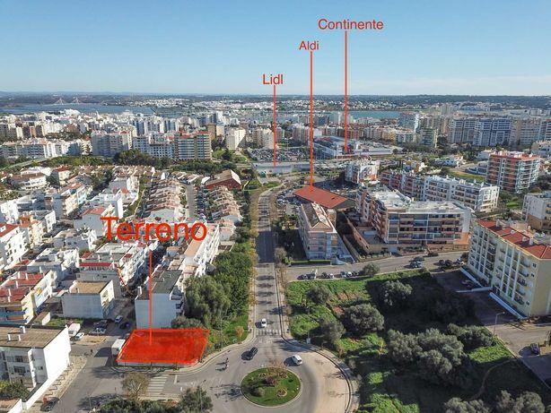 Lote excelente para 5 Apartamentos T2 + Loja + 7 Estacionamentos