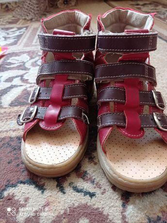 Ортопедичні сандали