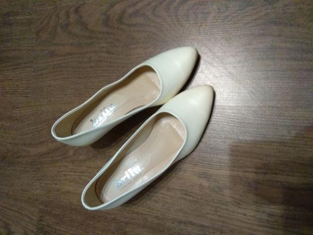 Sprzedam buty ślubne ecru rozmiar 38 firma Brilu