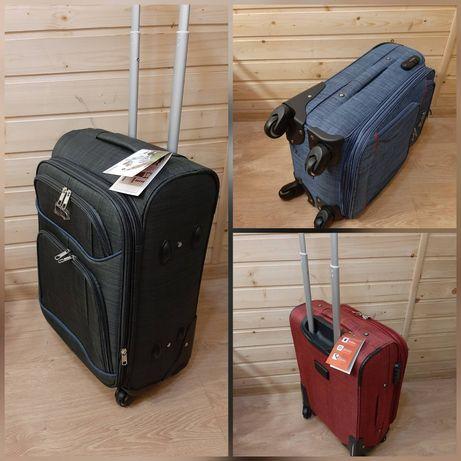 Надёжный 4х колёсный чемодан малого размера 55×36×23.