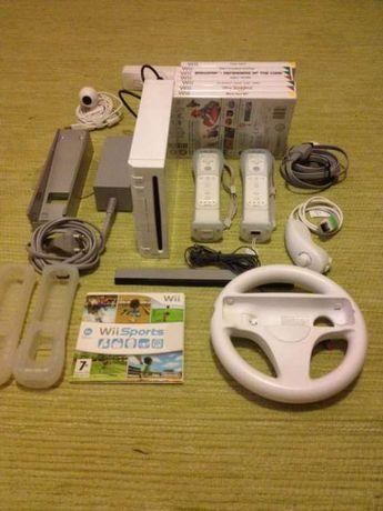 Consola Nintendo Wii + 2 comandos + acessórios + 8 Jogos