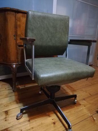 Stary fotel medyczny vitange