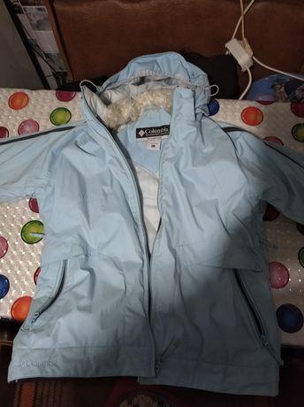 Продам зимнюю курточку в хорошем состоянии.