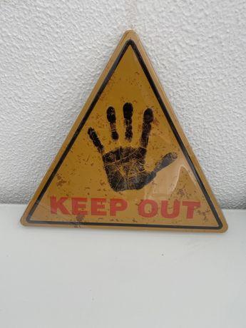 """Placa metalica """"Keep Out"""" 30x30 cm"""