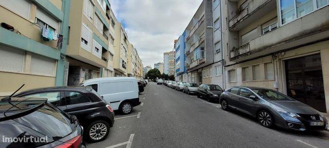 Apartamento T2 em Benfica, em processo de remodelação total