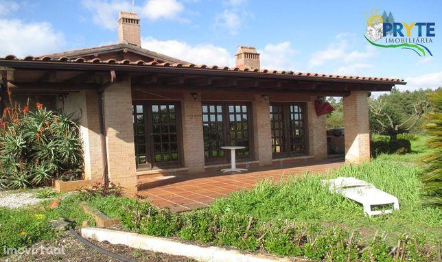 Quinta de tipologia T3 com jardim e piscina situada em Cabeçudo-Sertã