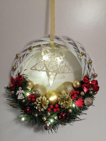 Wianki świąteczne na drzwi bądź okno