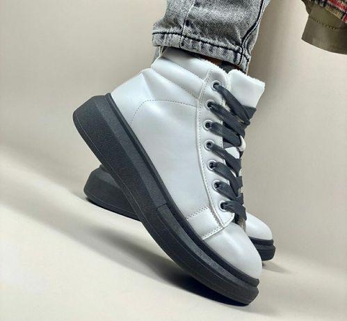 Красивые зимние ботинки