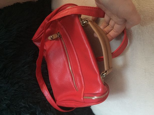 Oddam torebkę czerwoną