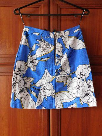 Голубая юбка с белыми цветами