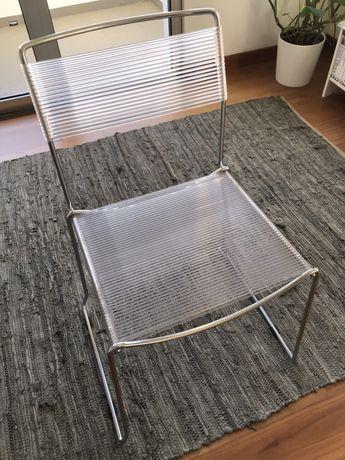 Cadeira da AREA em aço e com tiras de silicone