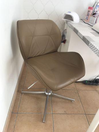 Fotel obrotowy kosmetyczny
