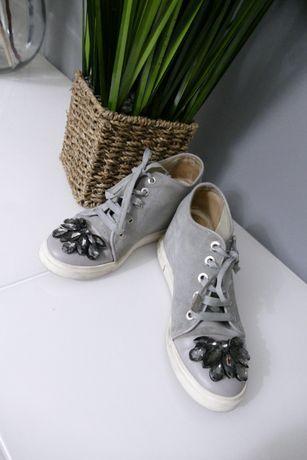 By o la la skórzane sneakersy kamienie na koturnie 38