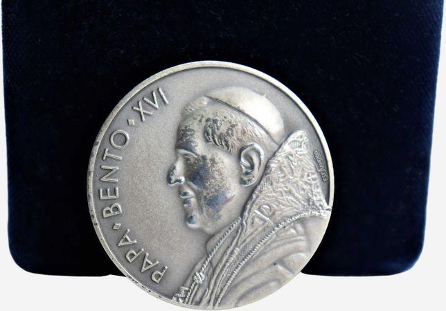 antiga medalha Papa Bento .XVI  coleção philae  em prata