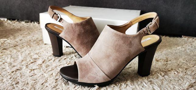 Skórzane sandały na obcasie Geox