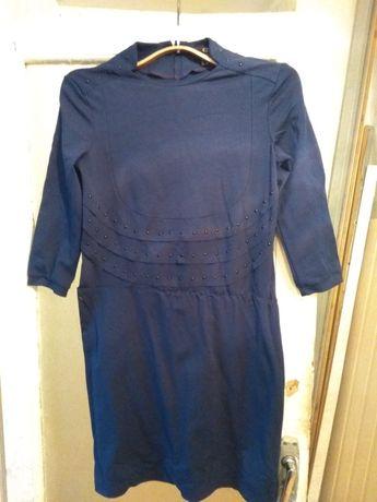 Продам отличного качества платье Caprizzo 46 размер