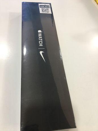 Apple Watch SE Silver Nike Sport Band 44mm