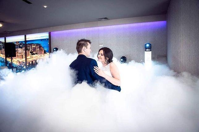 Ciężki dym taniec w chmurach dym na pierwszy taniec iskry pirotechnika