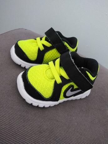 Buciki dziecięce Nike rozmiar 17.