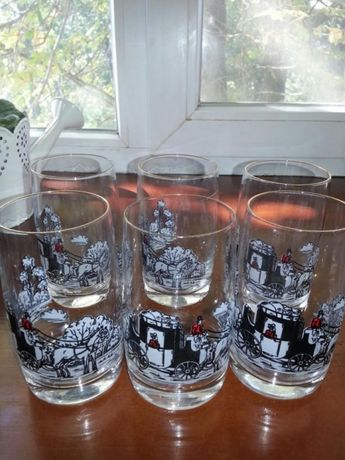 Стакани скляні 11 штук,40 гривень за один.