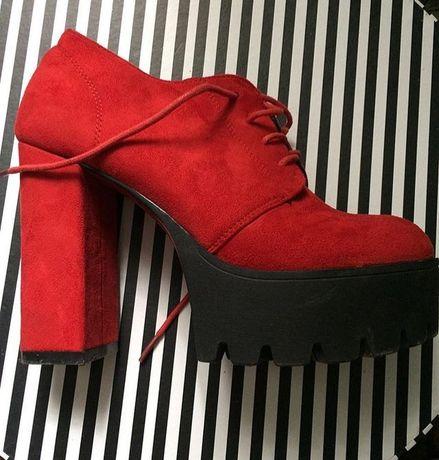 Ботинки красные  набук