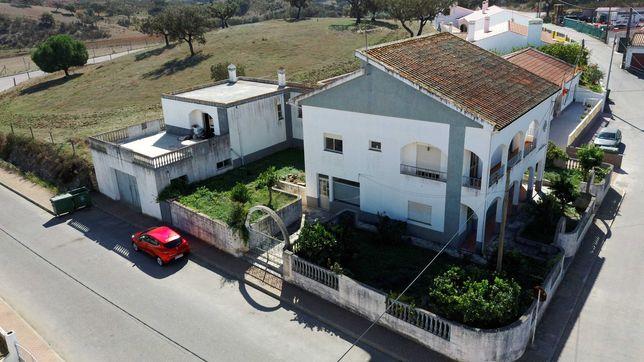Vivenda V4 com área comercial - Gomes Aires
