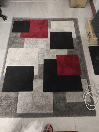 Carpete quadrados 120*160 Nova