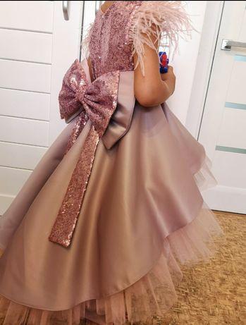 Платья нарядное пайетка золото серебро со шлейфом с перьями празднично