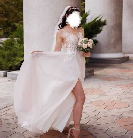 Продам свадебное платье р 44-46 в идеальном состоянии цвет АЙВОРИ