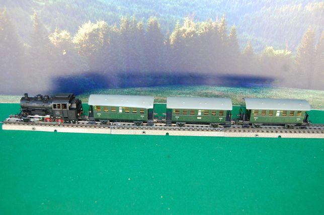 Marklin - Pequeno comboio de passageiros puxado por locomtiva a vapor