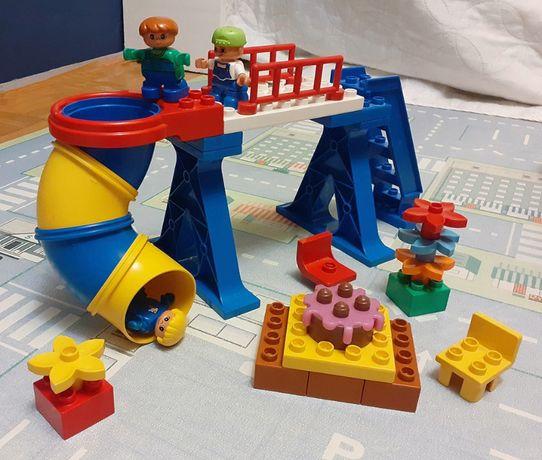 DUPLO zestaw Impreza ze zjeżdżalnią - tort schody krzesła dzieci -32el
