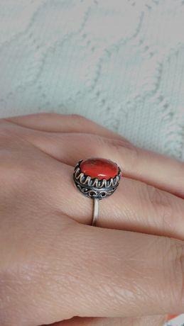 Кольцо срібне рання Україна. 925 проба, тризуб + Камінь натуральний