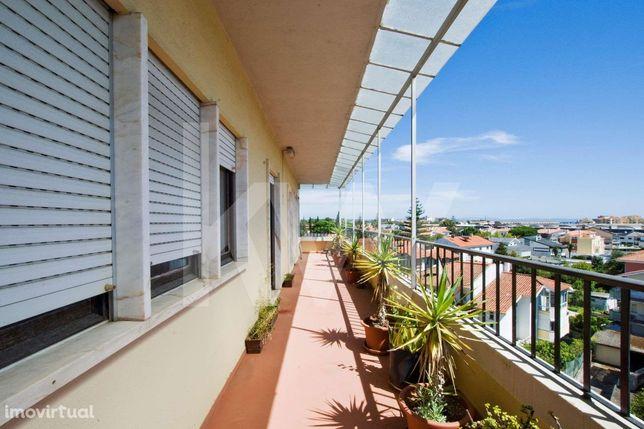Apartamento T3 com terraço, duas marquises e excelente arrecadação em