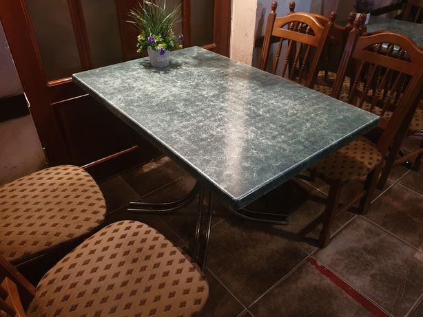 Стол и стулья для ресторана, кафе или дома