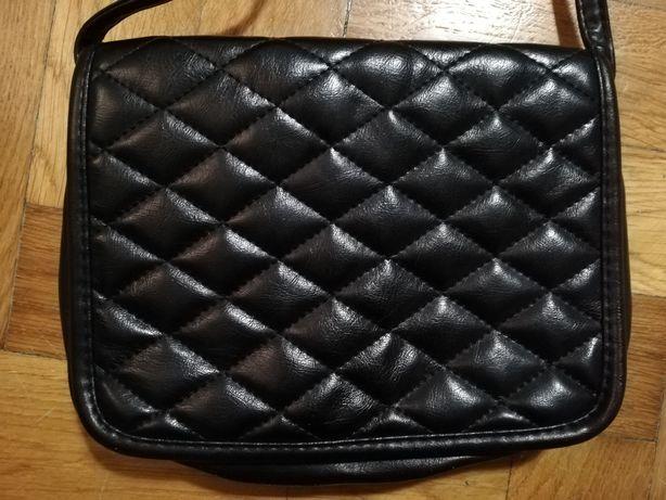 Czarna torebka z eco skóry
