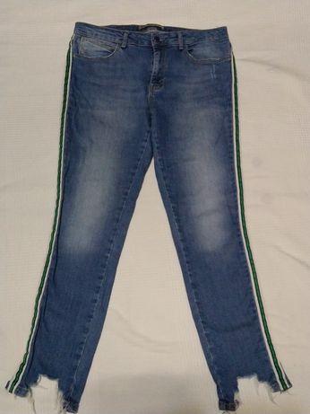 Джинсы skinny Zara с рваным низом и лампасами