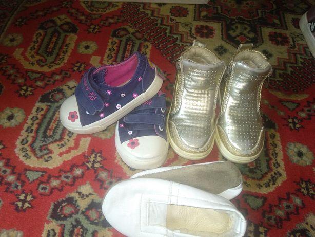 Обувь на девочку 24,25,26