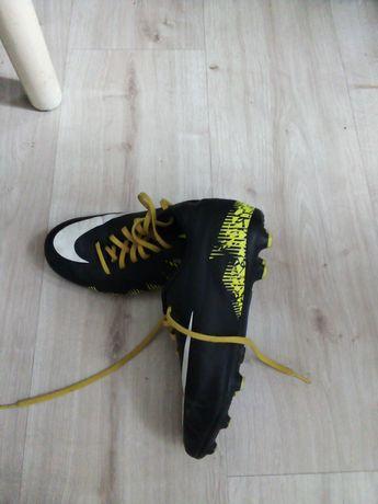 Buty piłkarskie korki Nike