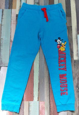 Zestaw spodni dresowych rozmiar 122