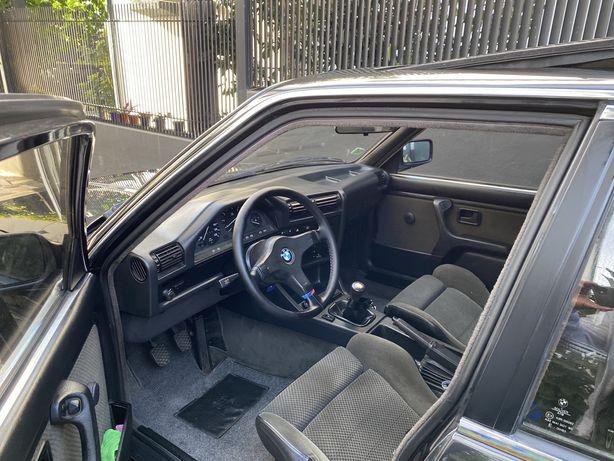 Bmw e30 320i Sedan