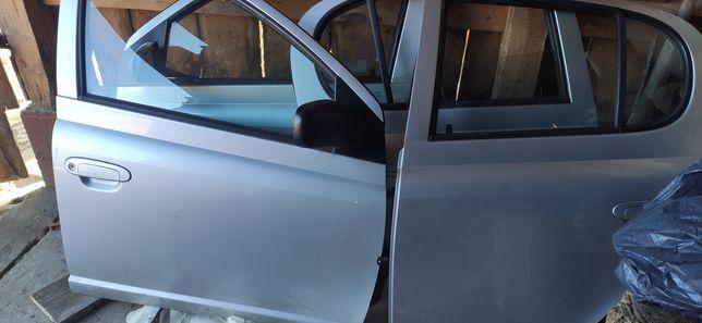 Drzwi Toyota Jaris 1 przód tył prawe lewe