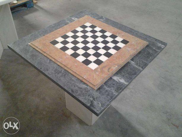 Mesa de xadrez em pedra