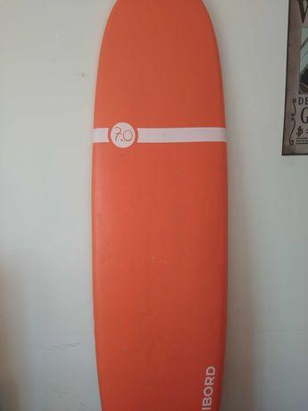 2 pranchas uma de surf e outra de bodyboard