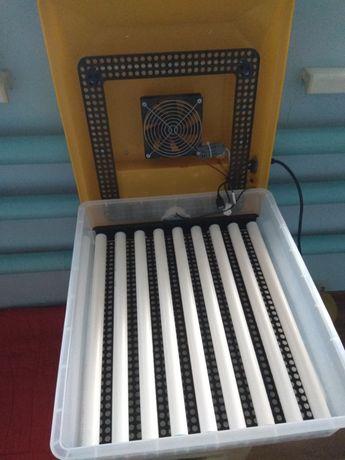 Продам роликовый инкубатор на 64 яйца