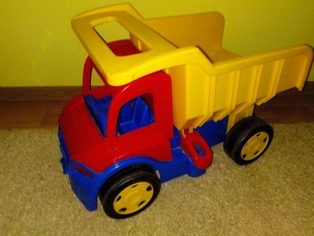 Duży samochód-ciężarówka