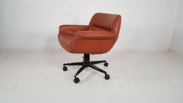 Brazylijski fotel obrotowy skóra lata 70 80 vintage design