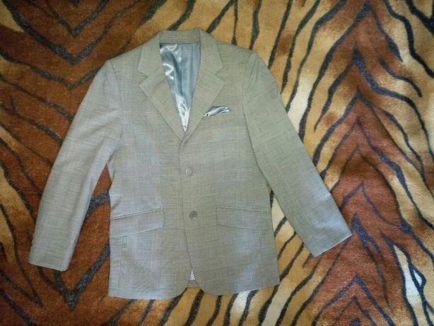 Продаю пиджак на мальчика