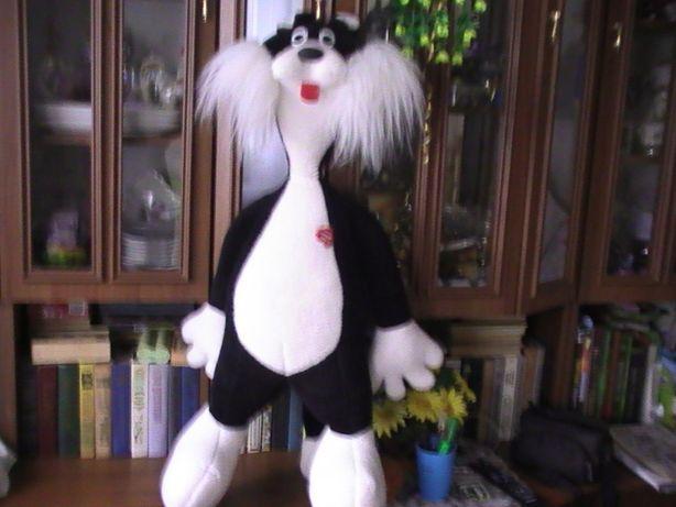 Большая мягкая игрушка - кот.Черного цвета с белым.