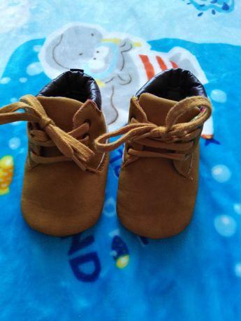 Первая обувь для маленьких