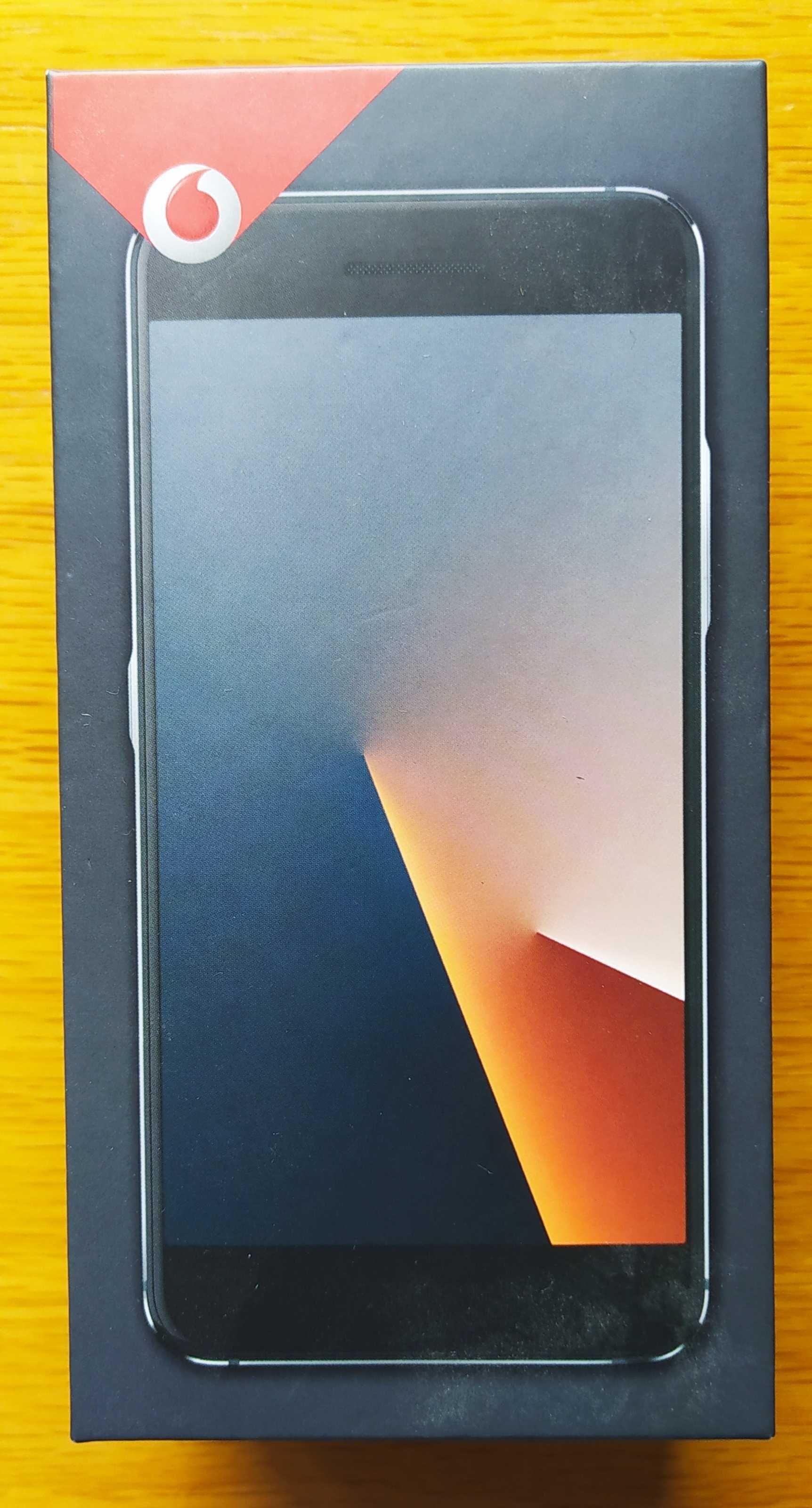 Smartphone Vodafone V8 com duas películas e uma capa